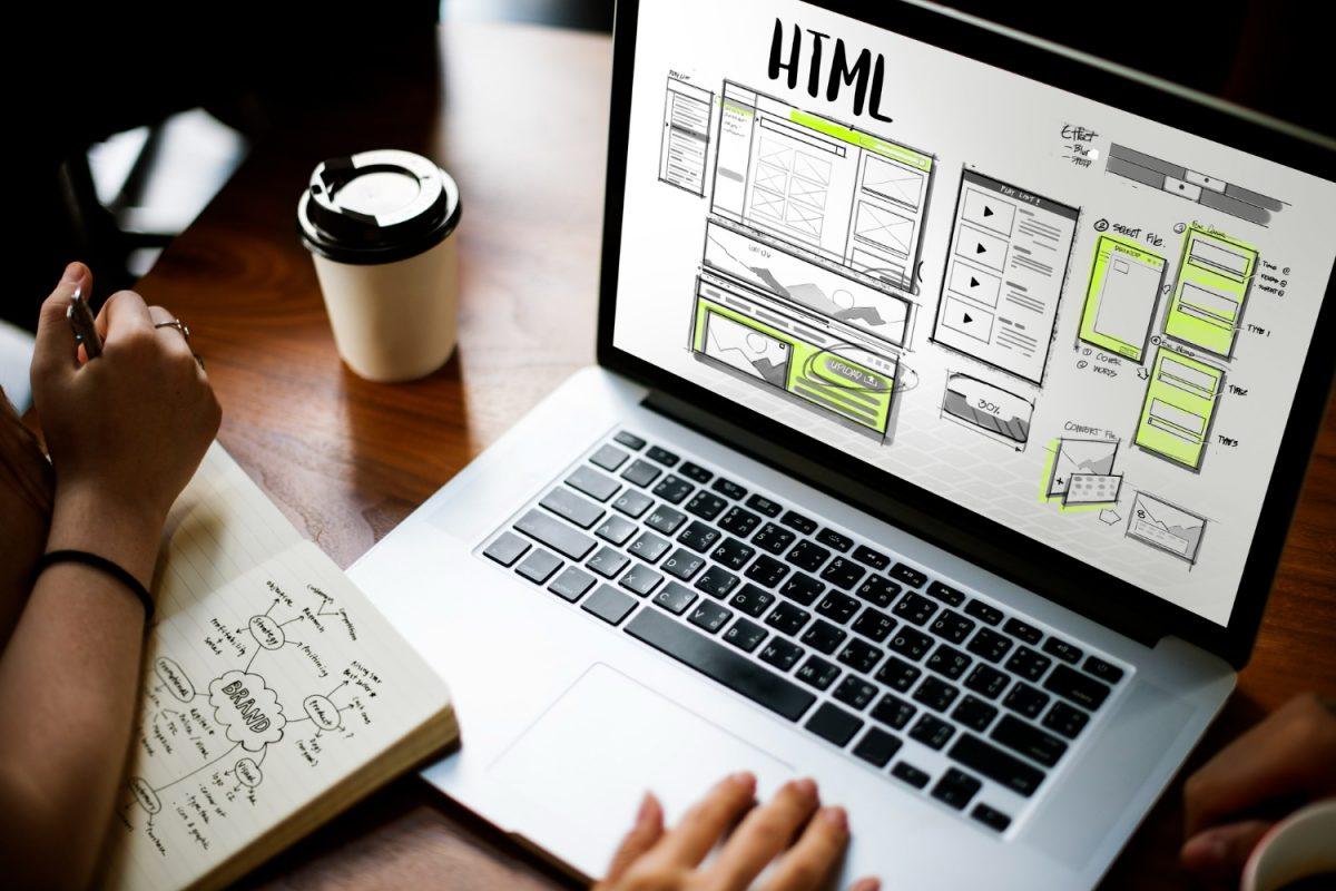 Jak w prosty sposób zrobić stronę internetową