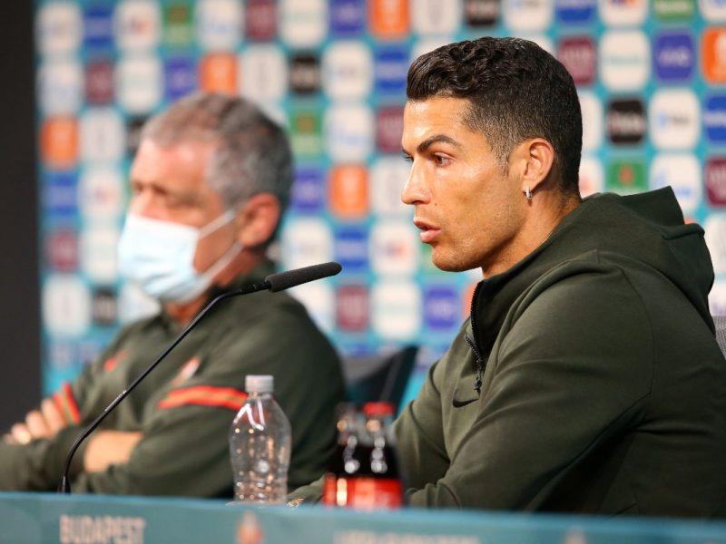 Cristiano Ronaldo wybiera wodę zamiast coli